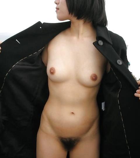 服を脱いでヌードになっちゃう変態さん (20)