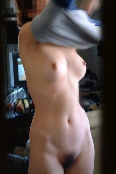 自宅で裸になる素人さんを撮影 (19)