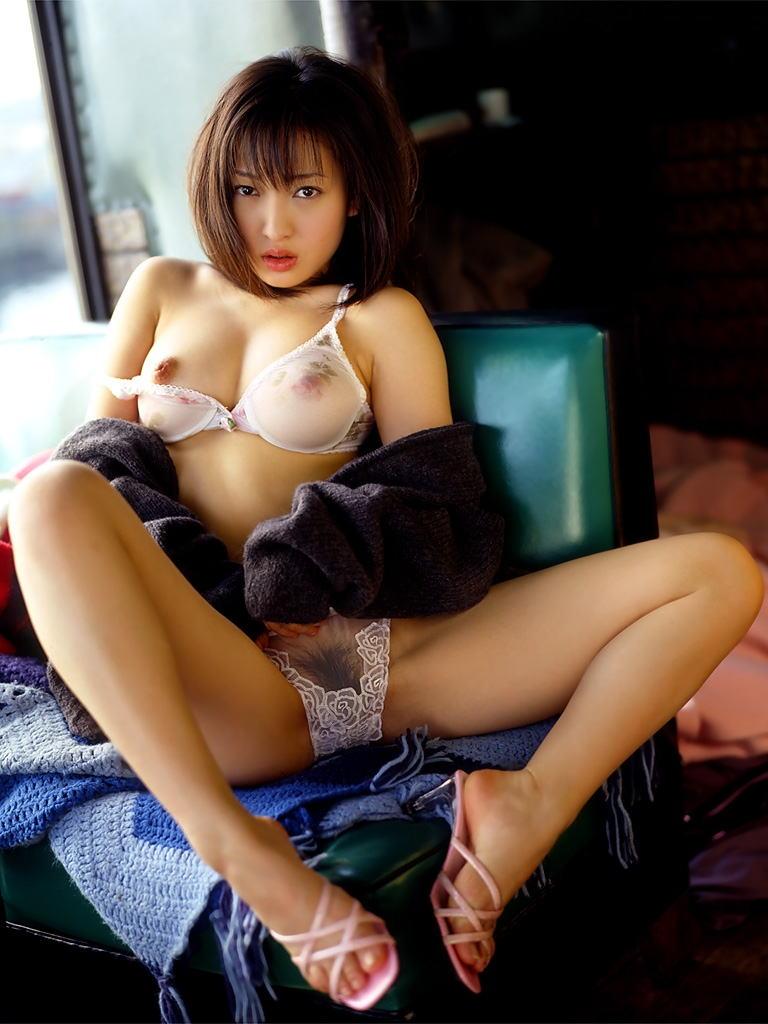 パンツもブラも透けまくりな女の子の下着姿 (4)