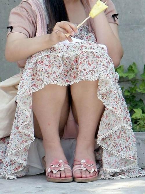 スカートからパンツが丸見えな素人さん (2)