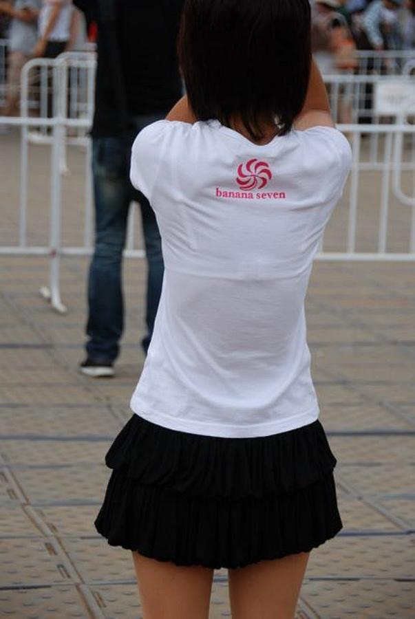 薄着の服から下着がスケスケな女の子 (16)