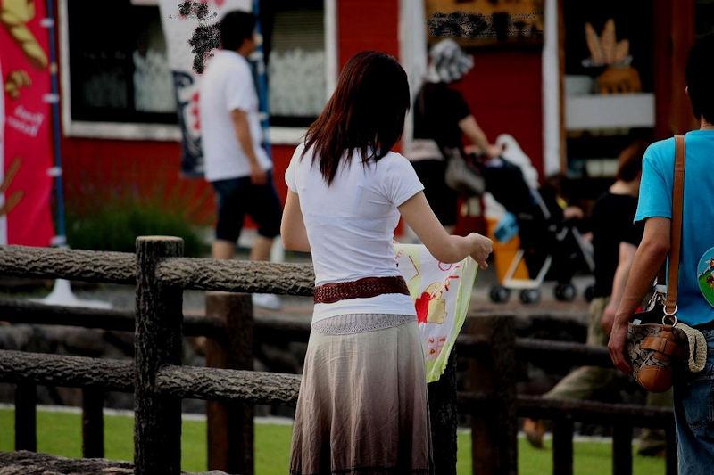 薄着の服から下着がスケスケな女の子 (12)