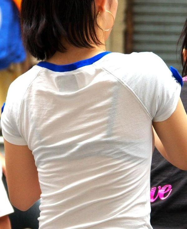 薄着の服から下着がスケスケな女の子 (3)
