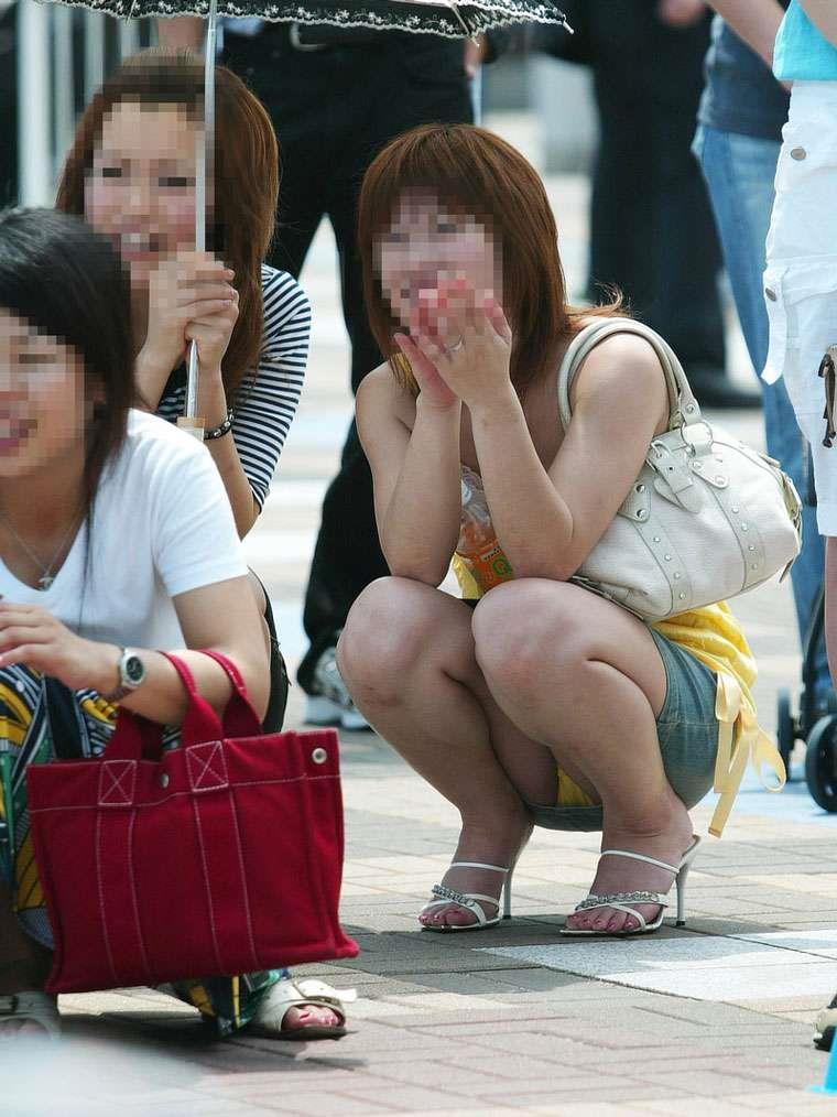 下着が見えまくっている素人さんを街撮り (7)