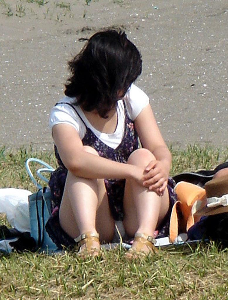 下着が見えまくっている素人さんを街撮り (8)
