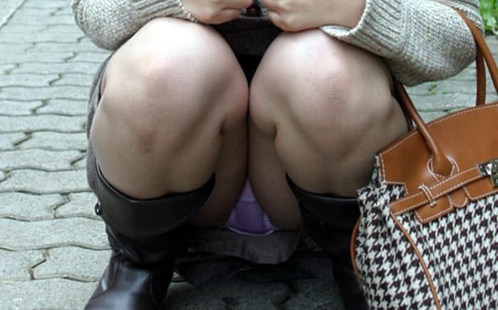 座りパンチラが見事な素人さん (6)
