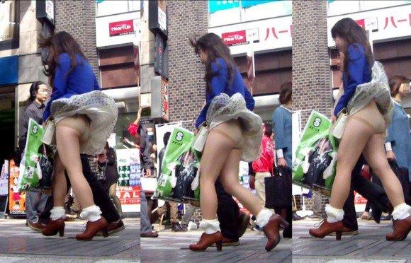 JKも誰でもスカートを穿くと下着が見えちゃう (12)