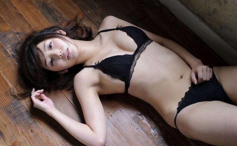 妖艶で色気のある黒ランジェリー (3)