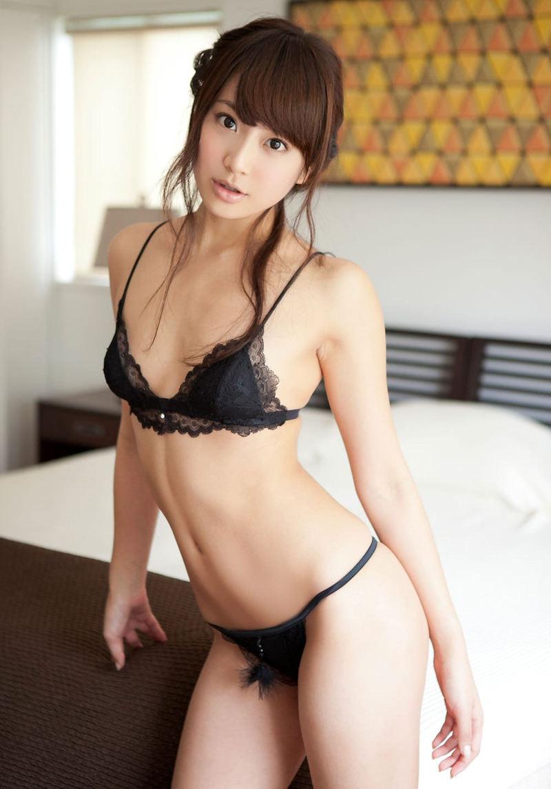 妖艶で色気のある黒ランジェリー (17)