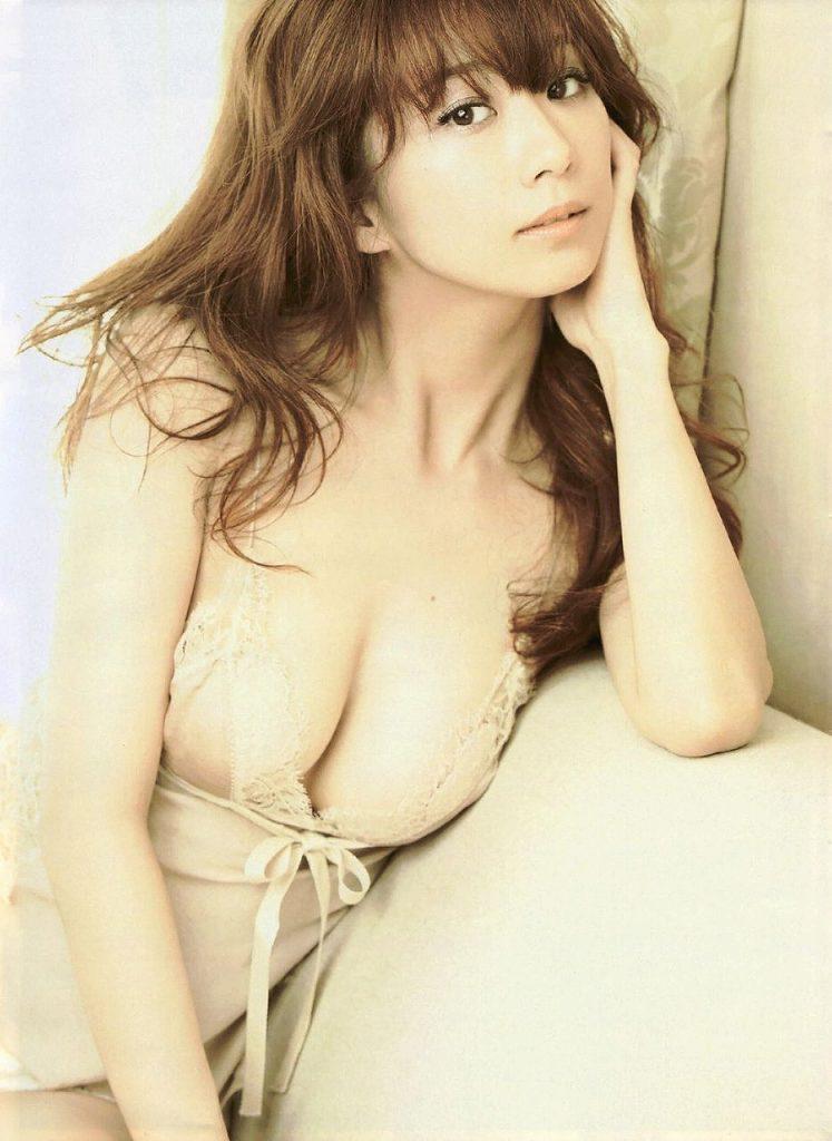 女優やグラドルの下着姿が色っぽい (19)