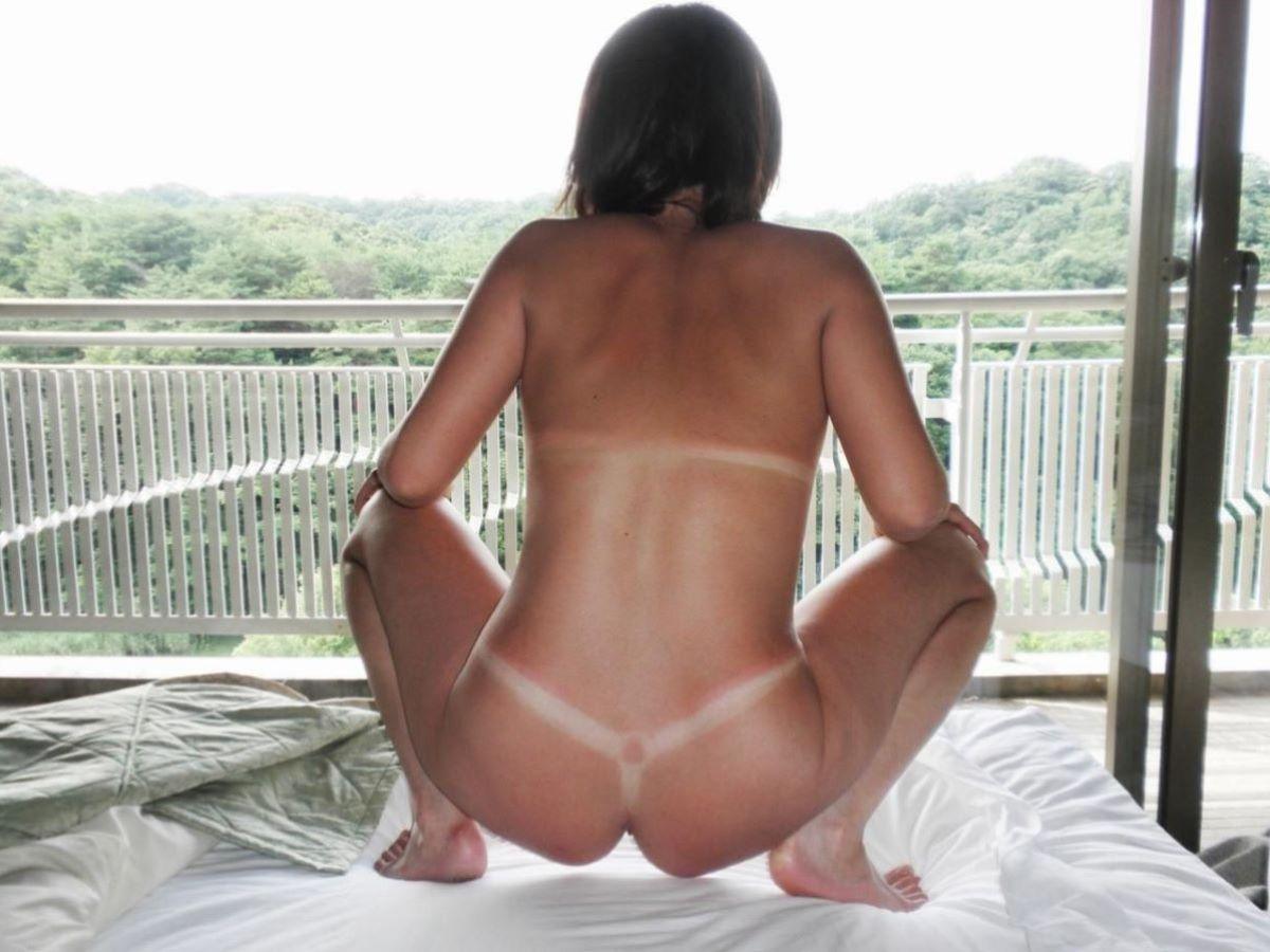 水着の跡もセクシーな裸のギャルたち (6)