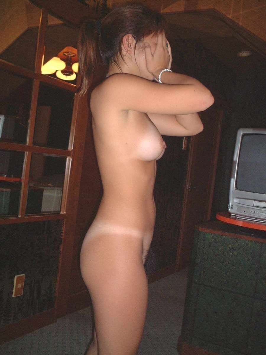 水着の跡もセクシーな裸のギャルたち (8)