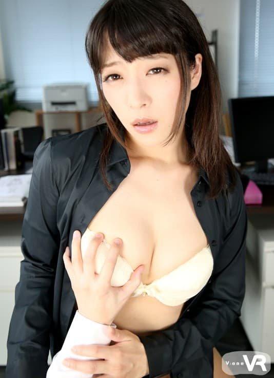 見た目と違って淫乱なSEXをする、中里美穂 (7)
