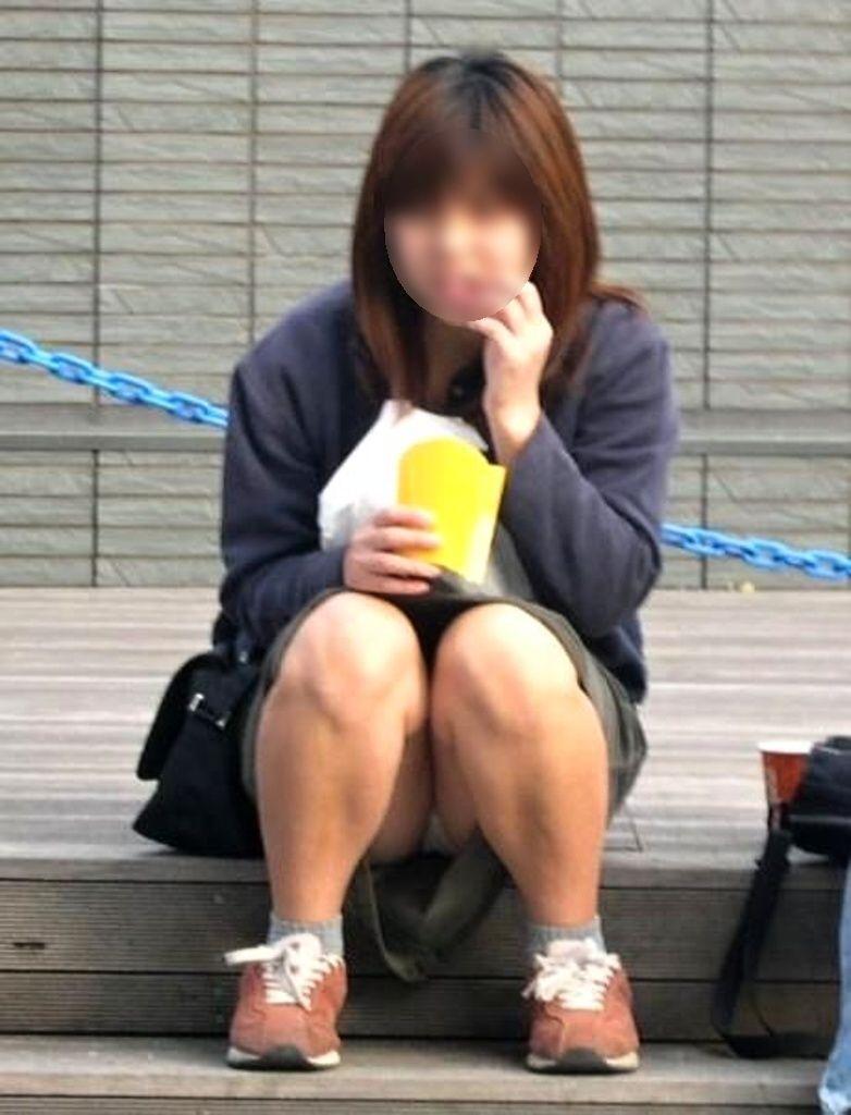 パンツが見えてる素人を街撮り (7)