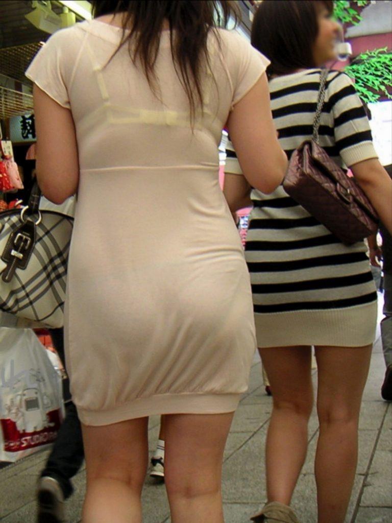 着衣から下着が透けてる素人さん (18)