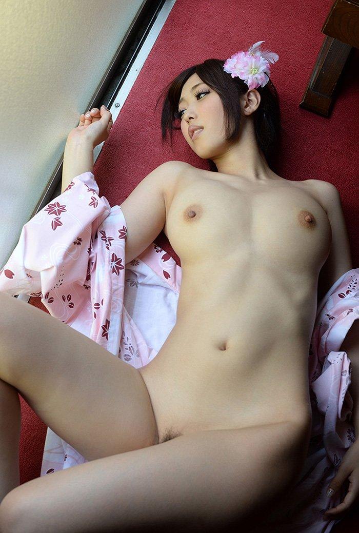 美しい浴衣から露出される裸体 (4)