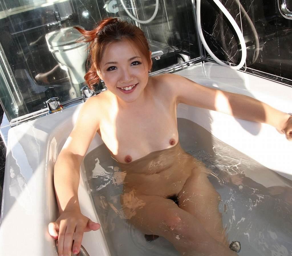 お風呂に入ってるヌードの女の子たち (15)