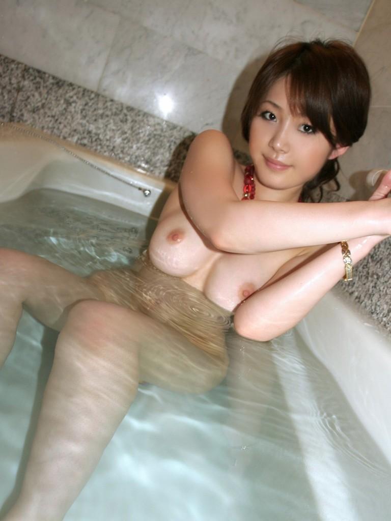 お風呂に入ってるヌードの女の子たち (2)