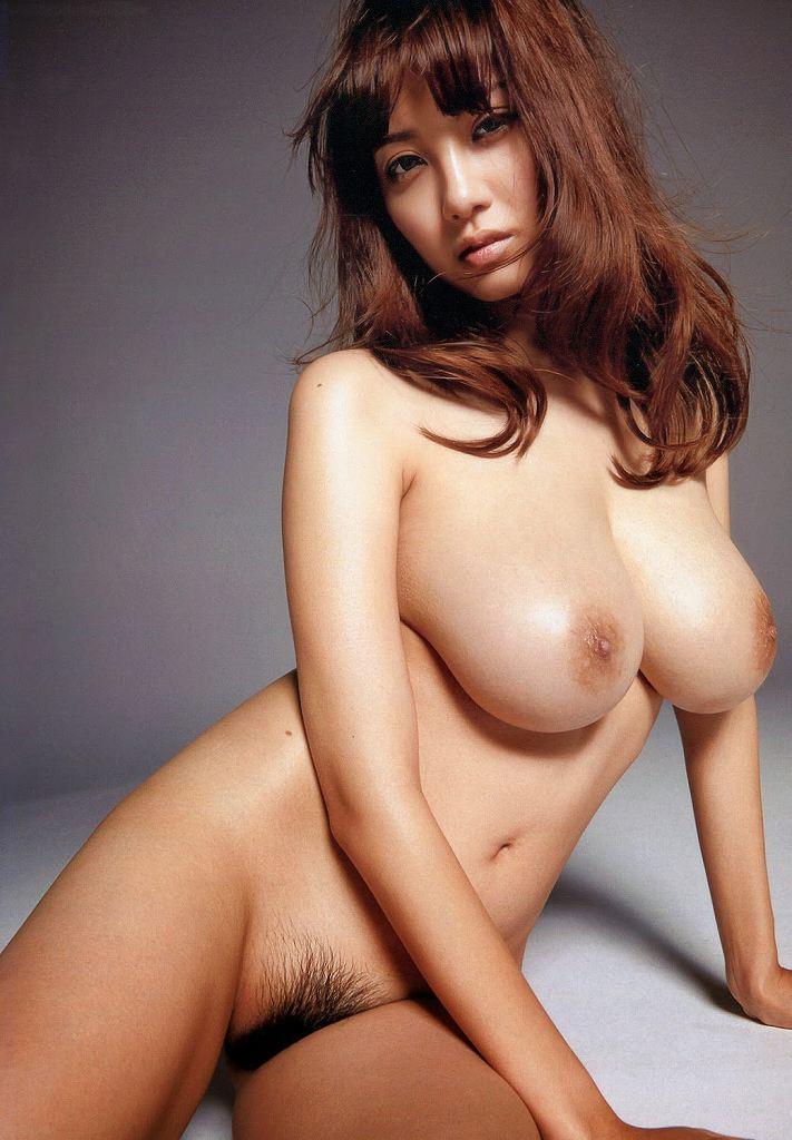 芸術的な全裸姿が素晴らしい (20)