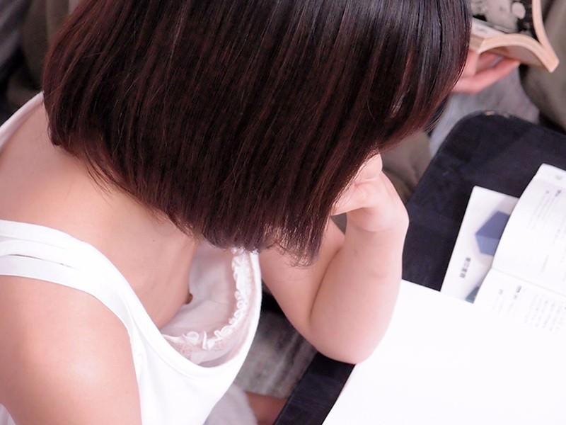 乳頭部分まで見えてる素人さん (10)