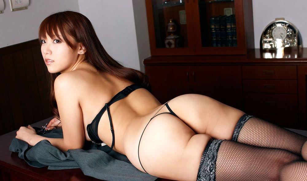 腰から尻にかけてのボディラインが美しい (7)
