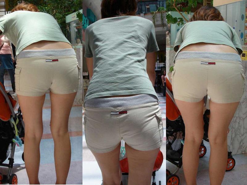 ショートパンツから下着が見えまくり (7)