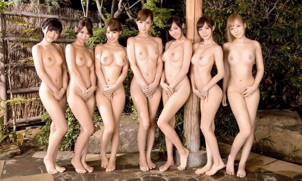 素っ裸の女の子の集合写真 (14)