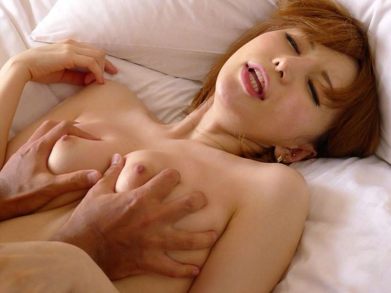 乳房を掴んで揉まれてる女の子 (7)