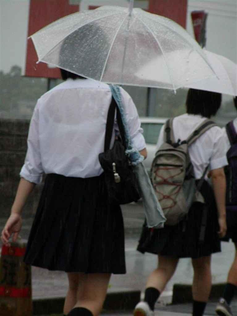 制服が濡れてブラジャーがスケスケ (4)