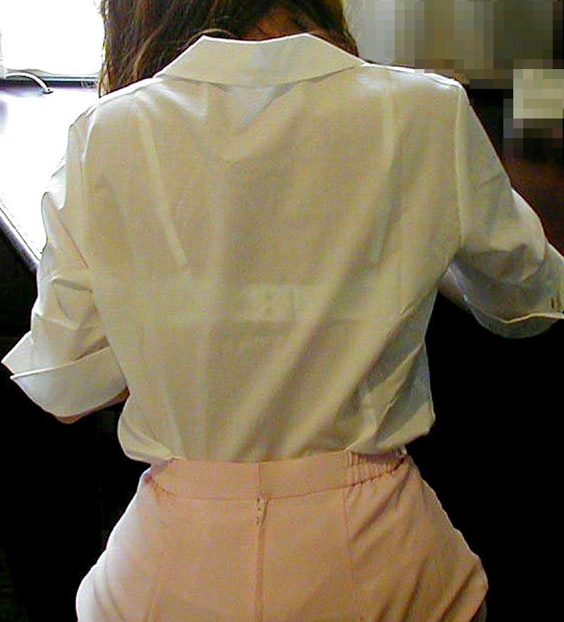 薄い洋服から下着が透けまくり (8)