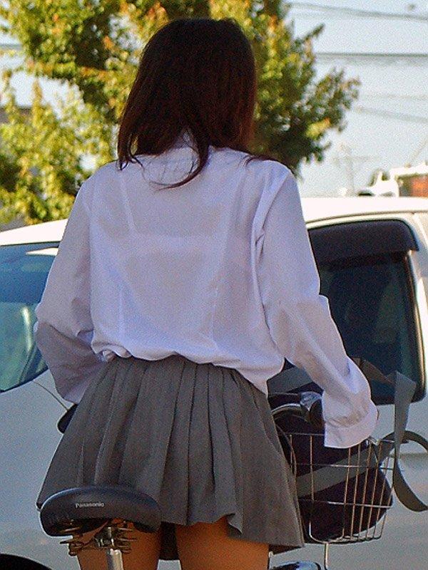 白いブラウスから下着が透けてる (20)