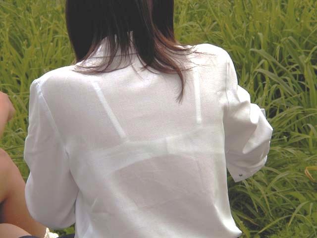 白いブラウスから下着が透けてる (2)