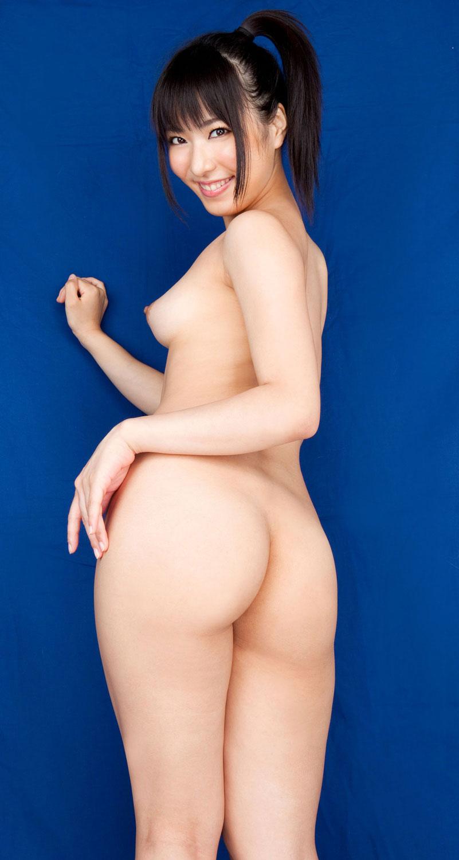 引き締まった大きなヒップが魅力的な女の子 (3)