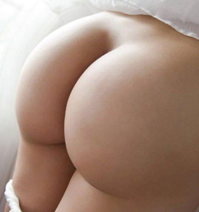 引き締まった大きなヒップが魅力的な女の子 (1)