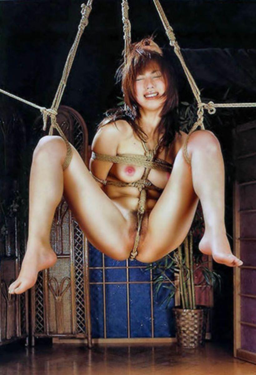 縄で縛られたヌードの女の子たち (3)