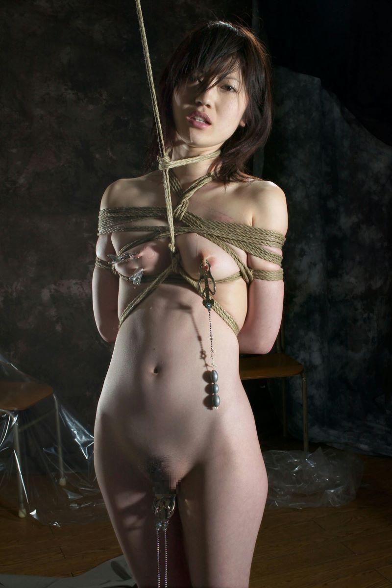 縄で縛られたヌードの女の子たち (18)