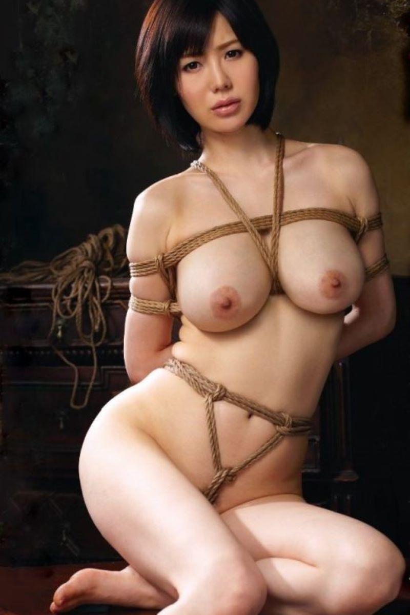 縄で縛られたヌードの女の子たち (2)