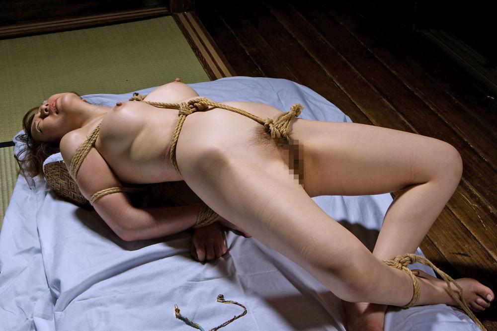 縄で縛られたヌードの女の子たち (7)