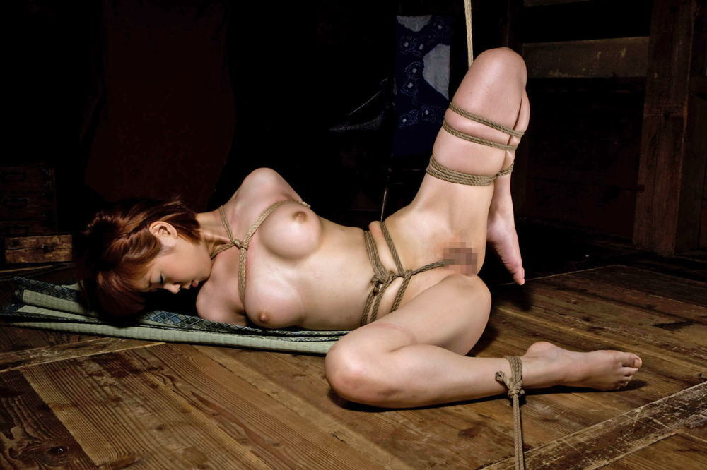 縄で縛られたヌードの女の子たち (13)