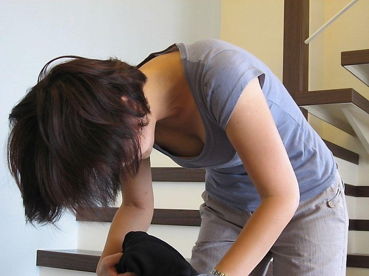 乳房がチラチラ見えてる女の子 (3)