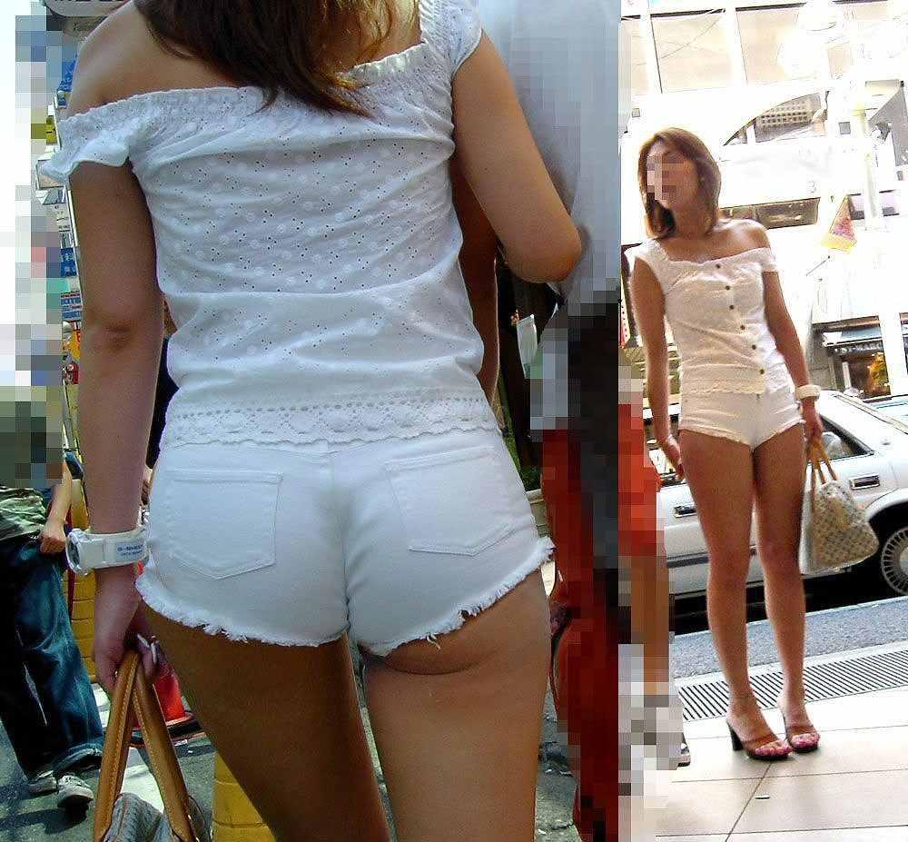 ショートパンツから尻や下着が見えてる (17)