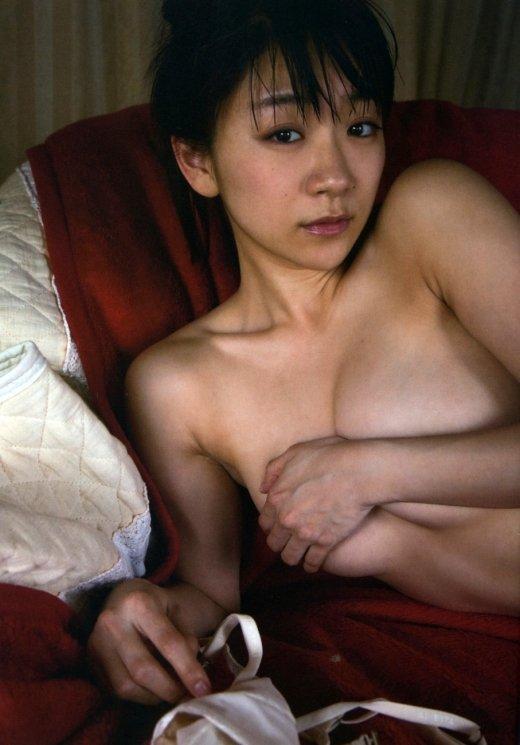おっぱい出して乳首は隠すアイドル (7)