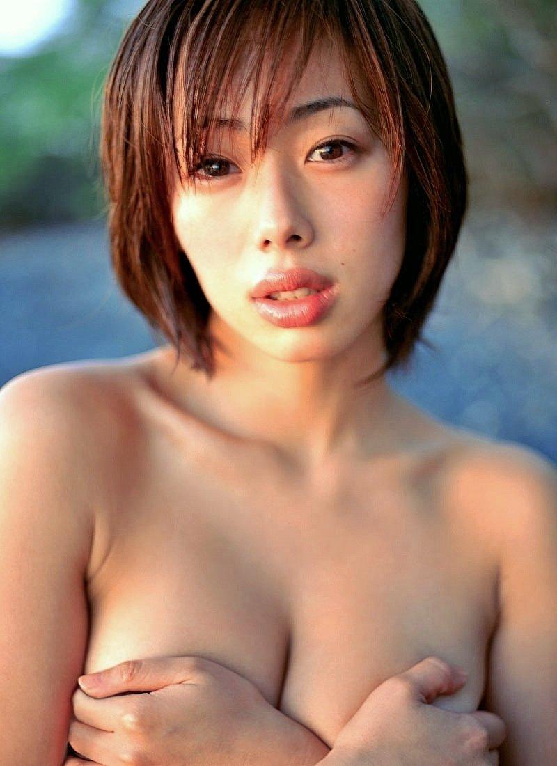 おっぱい出して乳首は隠すアイドル (4)