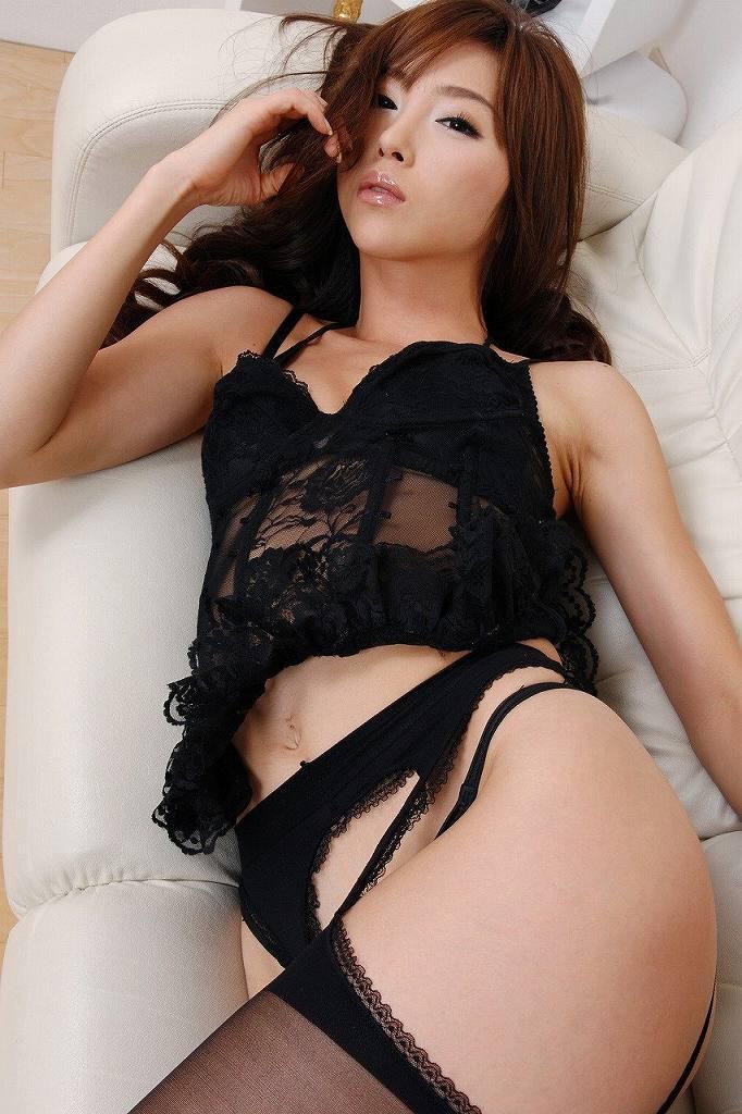 セクシーな下着だけを身に着けた女の子 (15)