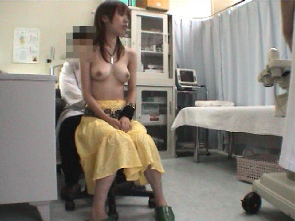 健康診断でオッパイが丸見え (18)