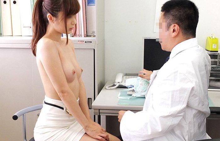 医者になれば素人娘たちのお○ぱいが見放題&触り放題