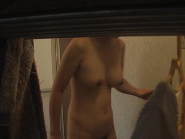 部屋や風呂場の中の全裸素人さん (7)