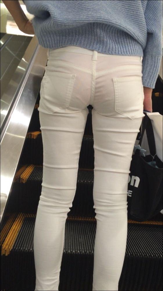 下着が尻から透けまくりな素人さん (10)
