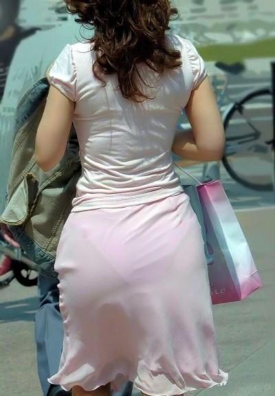 下着が尻から透けまくりな素人さん (2)