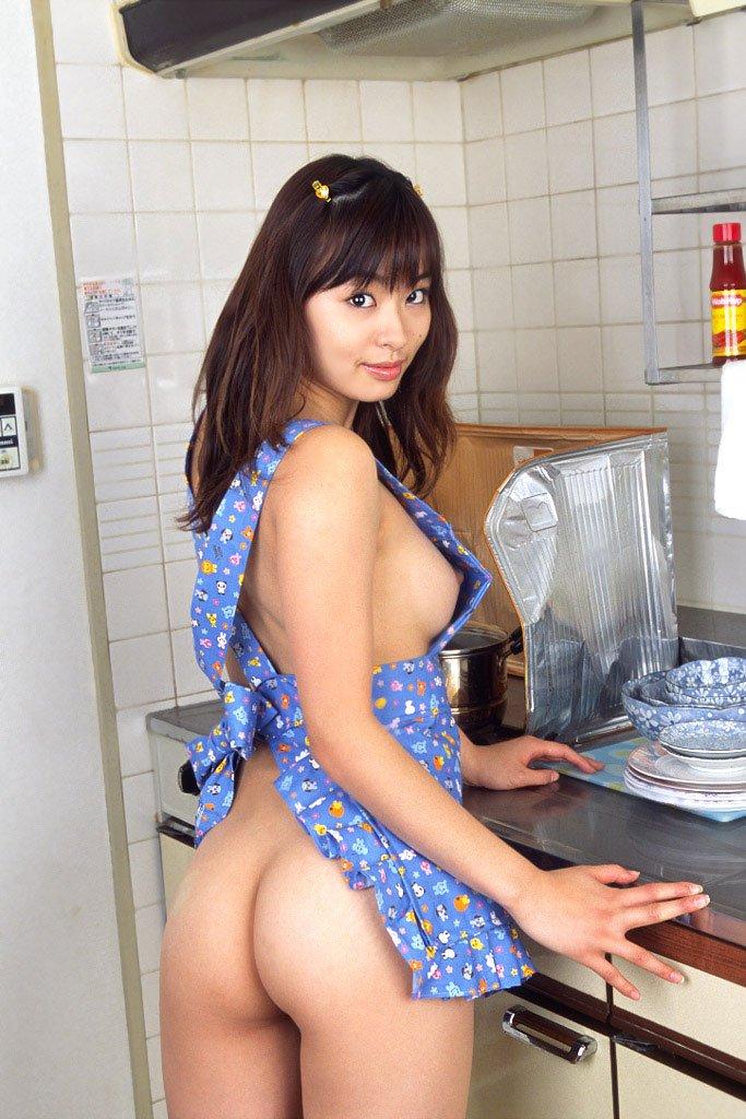 素っ裸にエプロンだけ着ている女の子 (19)
